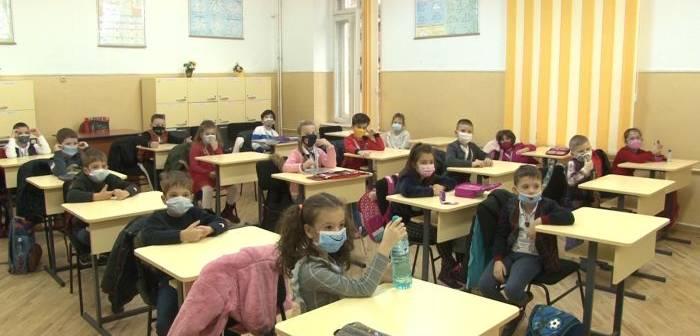 scoala-elevi-masca-1-700x336.jpg